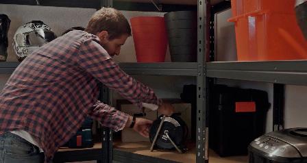 Máte málo miesta a veľa nevyužitých rohov v garáži? Využite vašu garáž naplno pomocou rohových regálov